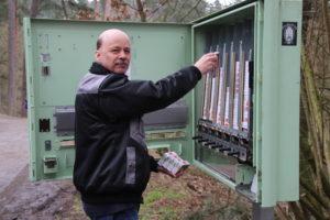 Michael Griebel beim befüllen einer unserer alten Automaten