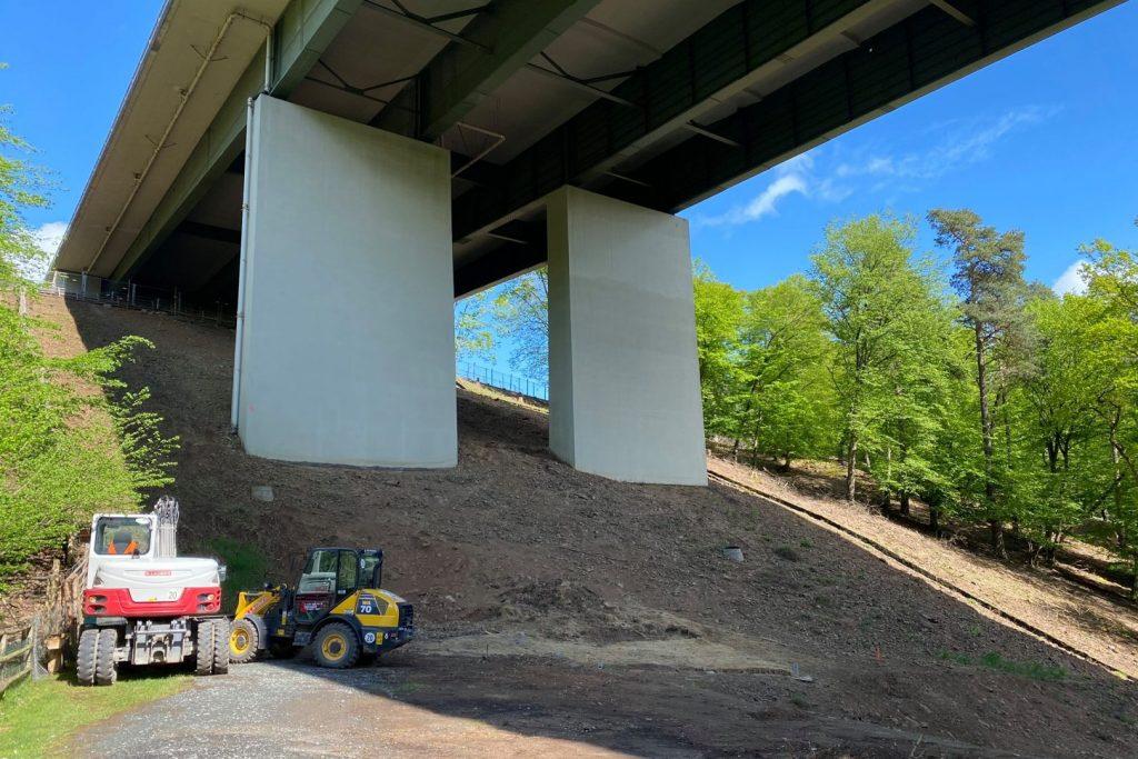 Arbeiten an der Autobahnbrücke